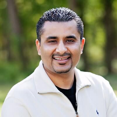 Image of Dr Bobby Bawa - dentist in Manassas. This image will take you to his biography about dentistry.